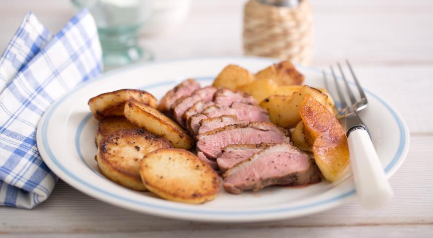 Рецепт Утиные грудки в перце с картофелем и яблоками