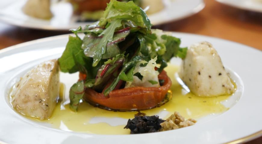 Рецепт Салат из моцареллы буффало с песто и прованскими травами