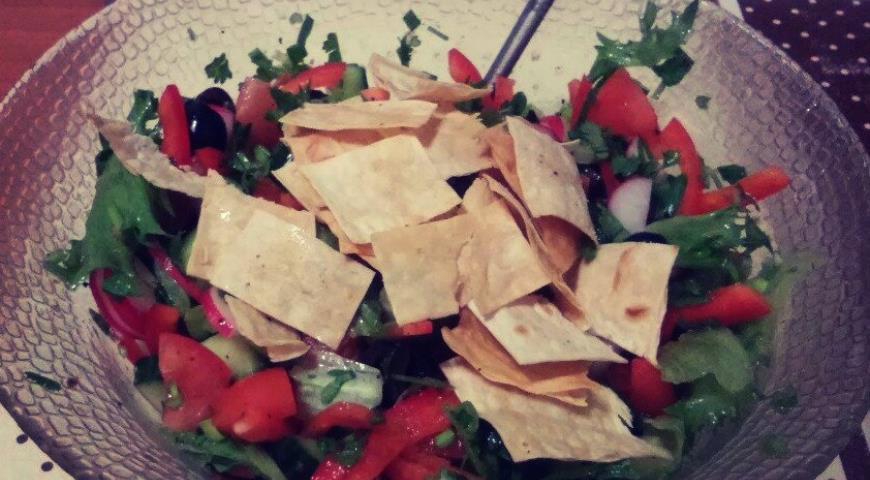Рецепт Салат Фатуш с хрустящими чипсами из лаваша
