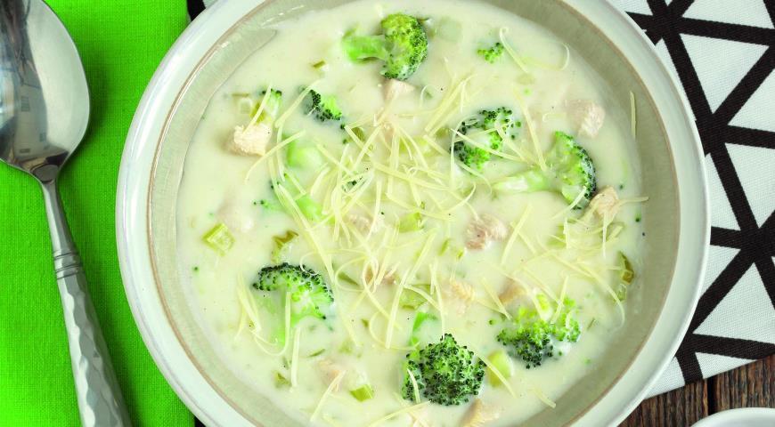 Суп з броколі, картоплі і курки
