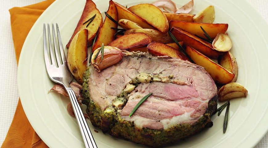 Рецепт Свиной окорок в ароматной шубе