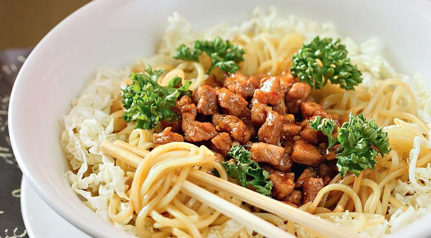 Рецепт Лапша со свининой и китайской капустой