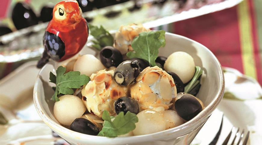 Рецепт Салат с сырными орешками