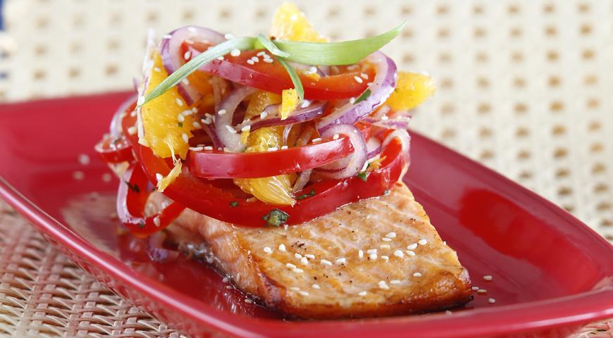 Рецепт Лосось с салатом из апельсинов