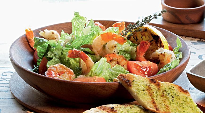 Рецепт Салат с креветками и кростини
