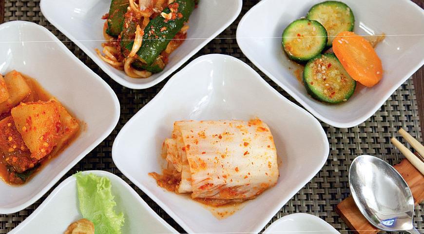 Рецепт Закуска из огурцов и яично-мясные оладушки