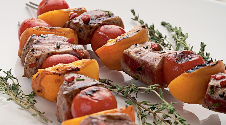 Рецепт Шашлыки из свинины с абрикосами и помидорами