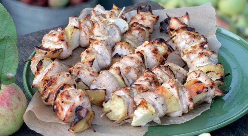 Рецепт Шашлычки из куриной грудки с яблоком