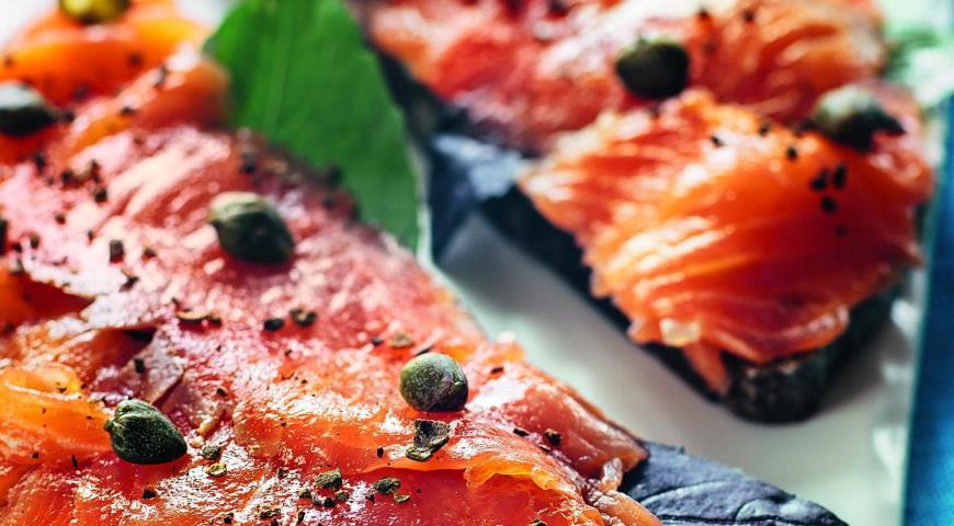 Рецепт Ржаные тартинки с лососем