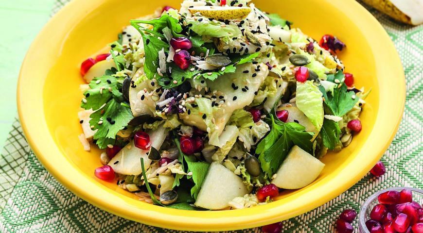 Рецепт Хрустящий салат с грушей и гранатом