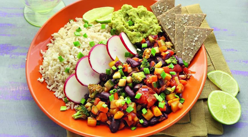 Рецепт Овощное рагу с авокадо и гречневыми чипсами