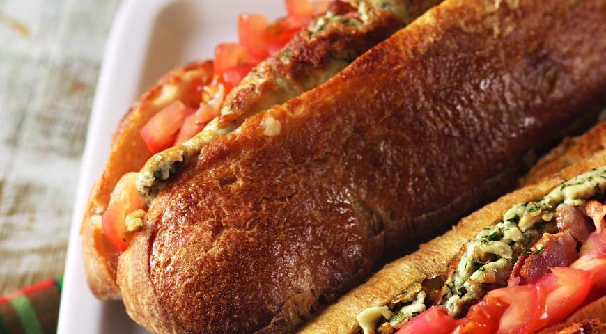 Рецепт Сытный сэндвич с беконом и омлетом
