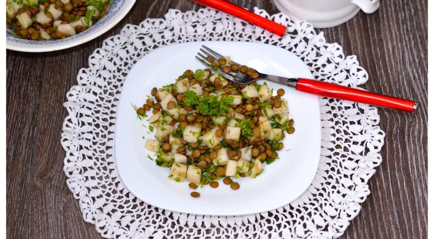 Рецепт Салат из зеленой чечевицы и сладкой груши