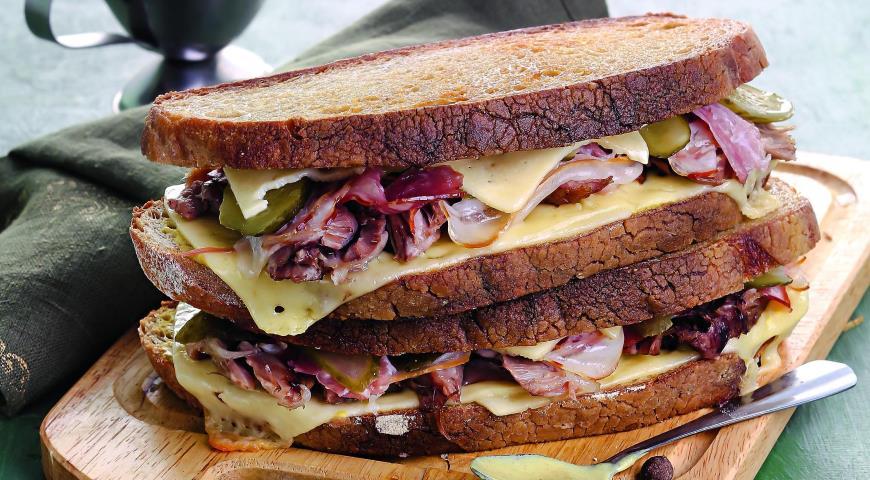 Рецепт Сэндвичи с рулькой, сыром и ветчиной