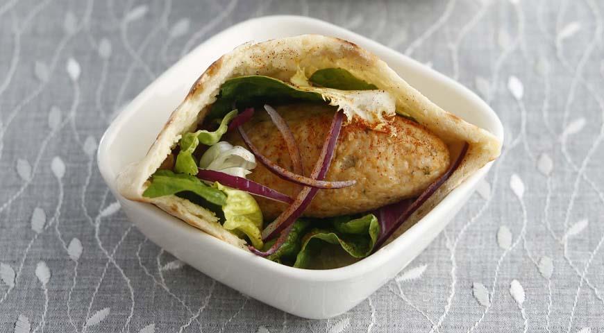 Рецепт Кебабы из индейки с томатным соусом в питах
