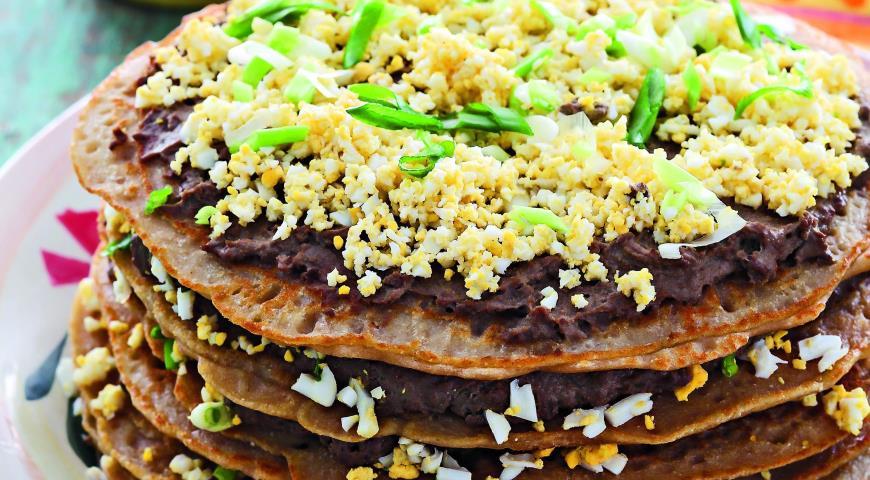 Рецепт Блинный пирог с яйцами и печенкой