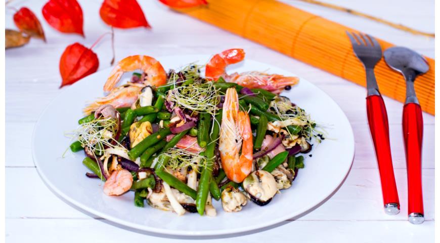 Рецепт Овощной салат с морепродуктами и пророщенными зернами