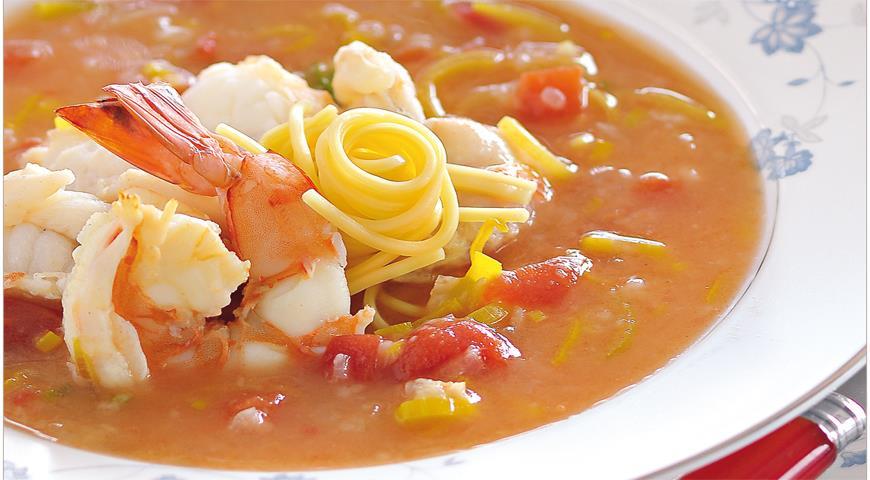 Рецепт Изысканный рыбный суп с креветками, омаром и лапшой