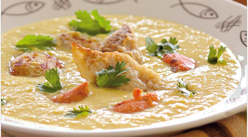 Рецепт Кукурузный суп с белой рыбой и гребешками