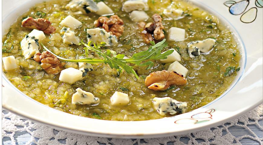 Рецепт Грушевый суп с орехами и горгонзолой
