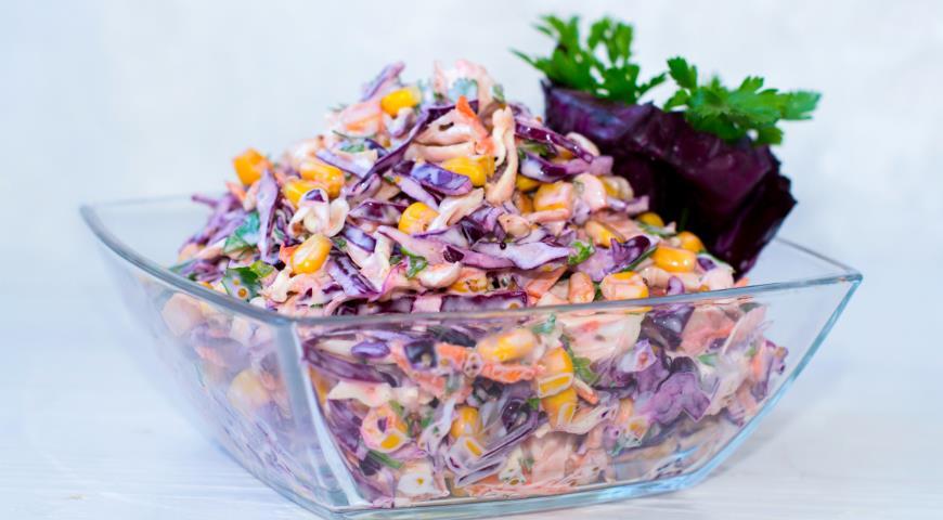Салат из красной капусты с кукурузой и огурцом рецепт
