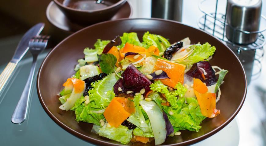 Рецепт Салат с овощными чипсами и тыквой