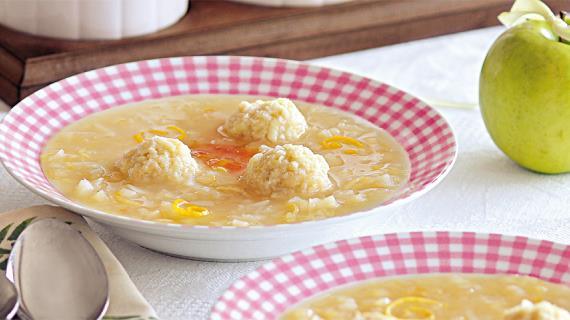 Сладкий суп с яблочными шариками