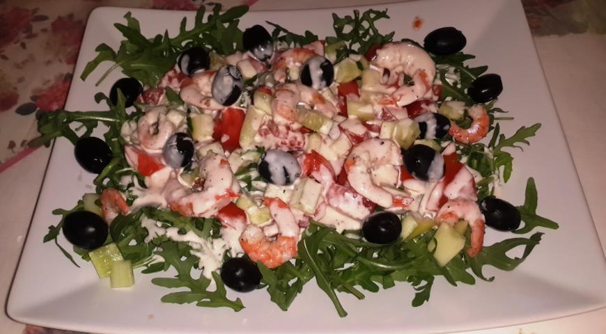 Рецепт Салат с креветками и летними овощами