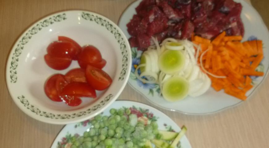 Подготавливаем ингредиенты для приготовления говядины