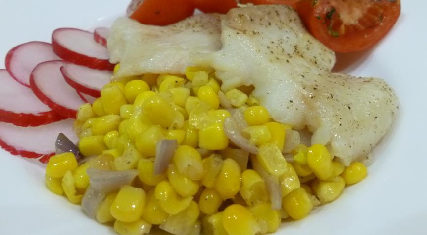 Рецепт Пангасиус с жареной кукурузой и томатами