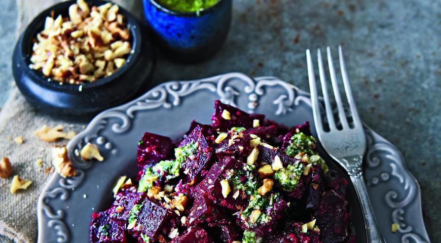 Рецепт Салат из печеной свеклы с песто
