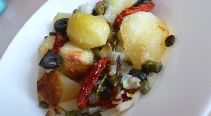 Рецепт Картофель с маслинами, сушеными томатами и ароматными травами