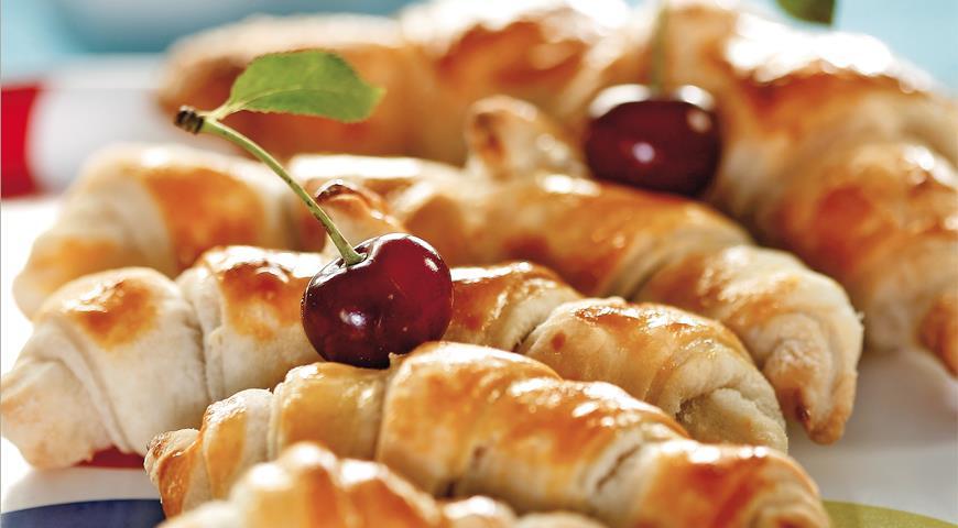 Рецепт Быстрые круассаны с вишневой начинкой