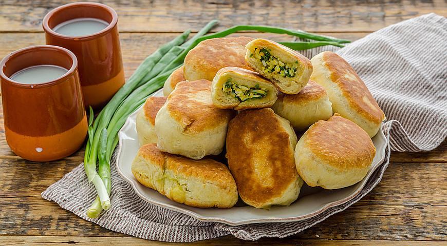 Рецепт Пирожки с начинкой из яиц и зеленого лука