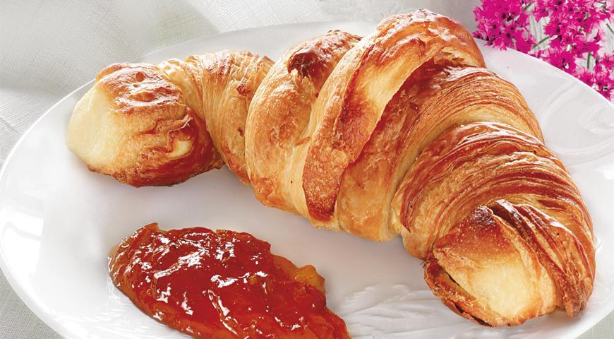 Французский завтрак (круассан и кофе с молоком)