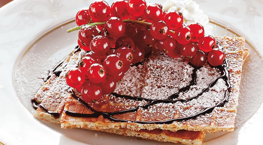 Рецепт Бельгийский завтрак (домашние вафли и горячий шоколад)