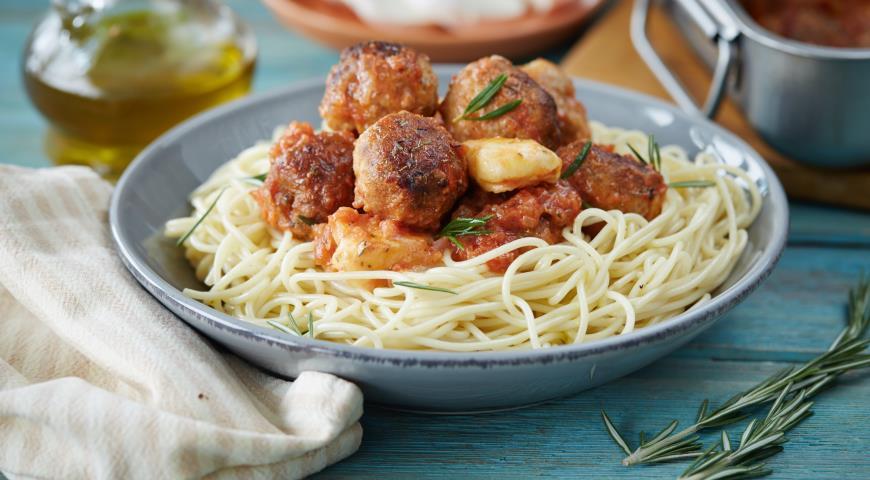 Рецепт Мясные тефтельки с мацареллой в томатном соусе