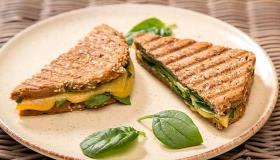 Теплый сэндвич с сыром