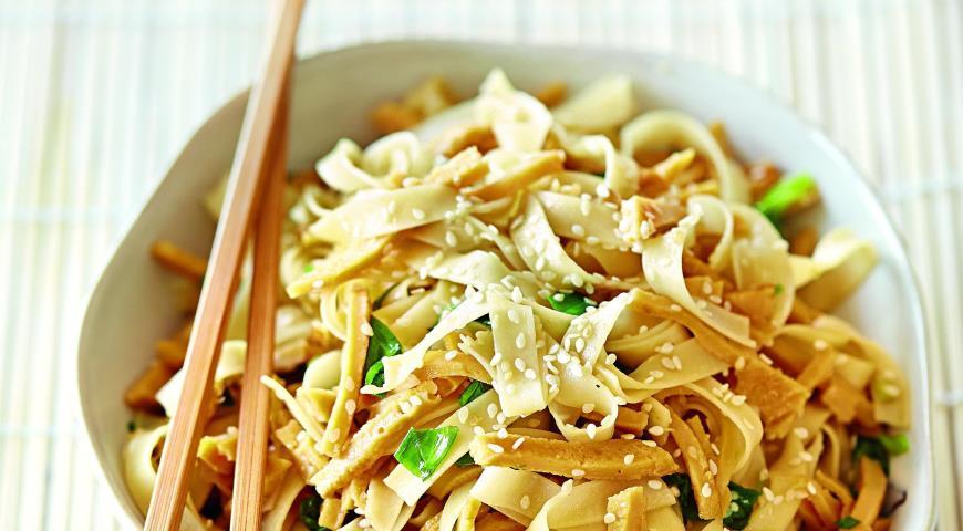 Рецепт Лапша с омлетом и зеленым луком