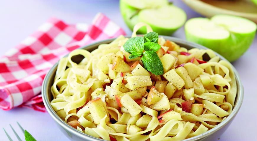 Рецепт Сладкая паста с яблоками и фундуком