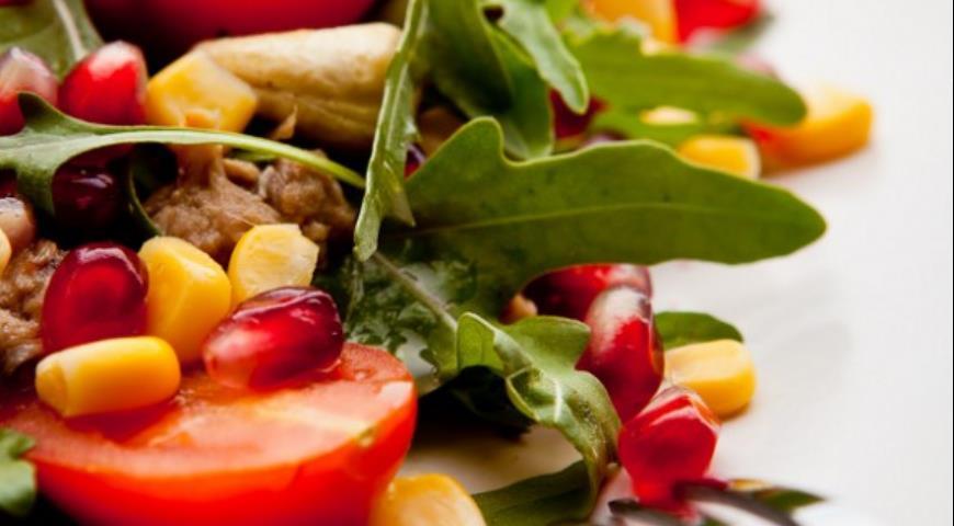 Рецепт Тунцовый салат в гранатово-горчичной заправке