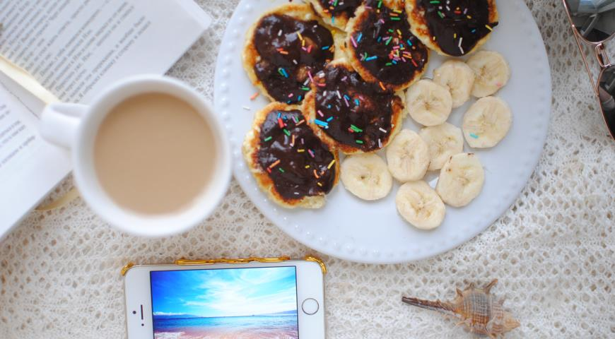 Рецепт Диетические сырники с бананово-шоколадным пюре