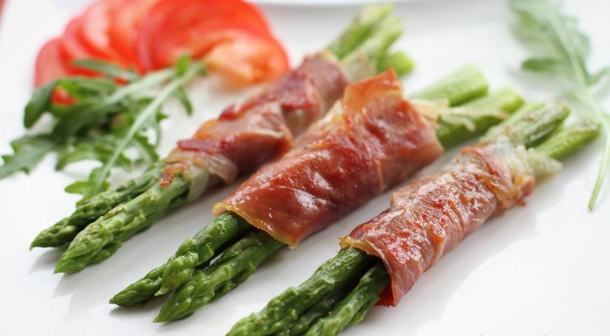 Рецепт Закуска из спаржи и сыровяленого мяса