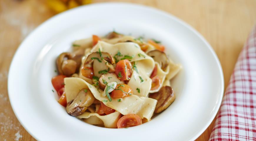 Рецепт Домашняя паста «лагане» с белыми грибами