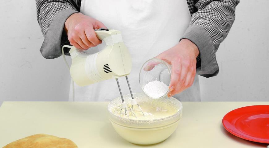 Медовый торт сосметанным кремом. Шаг 7