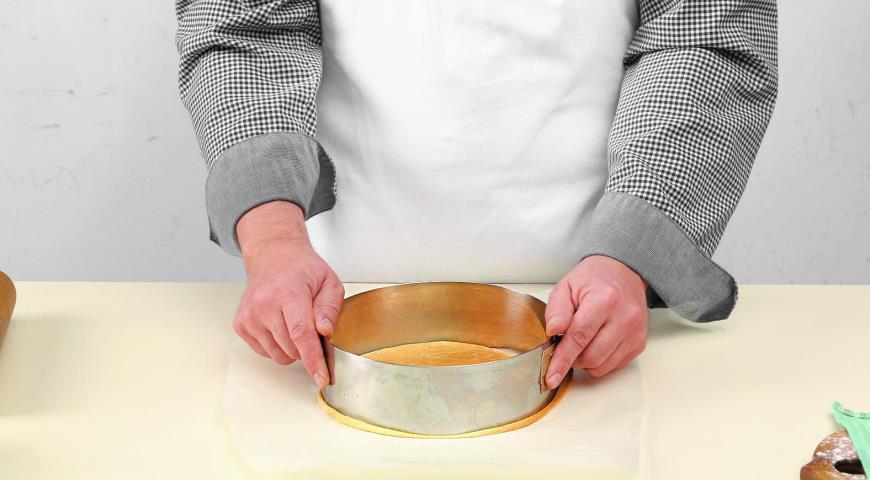 Медовый торт сосметанным кремом. Шаг 6
