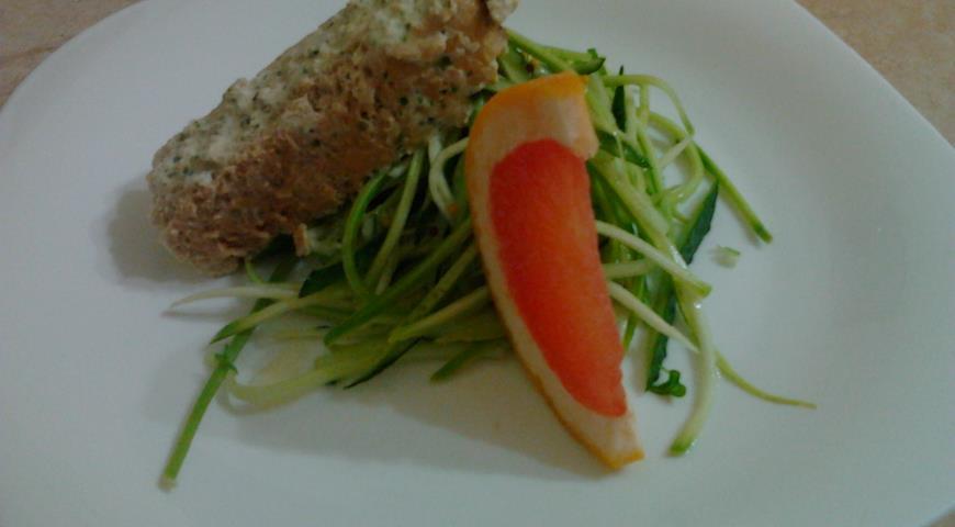 Рецепт Икорная запеканка с салатом из молодого кабачка с огурцом.