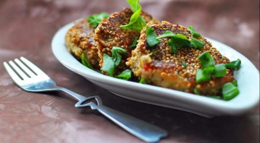 Рецепт Биточки из печеных баклажанов и перца в кунжуте
