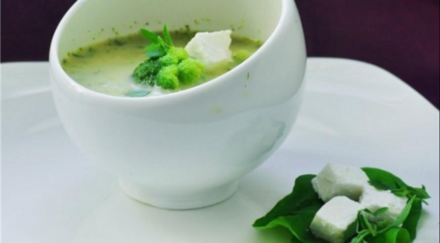 Рецепт Суп с брокколи, жареным чесноком и фетой