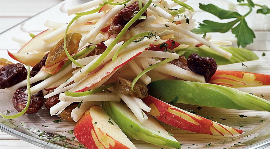 Рецепт Салат из корня сельдерея с яблоками и маринованным изюмом